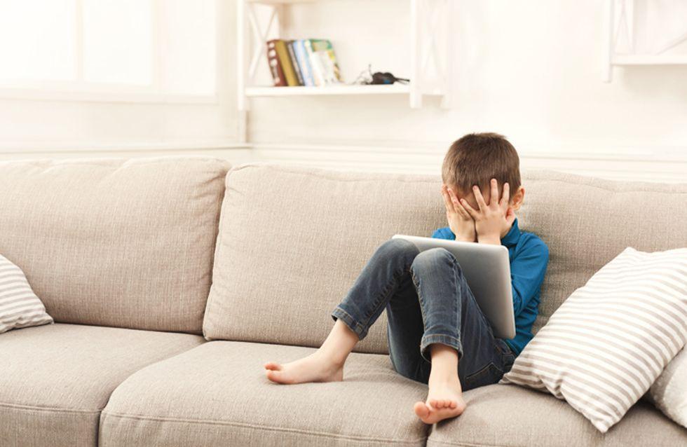 Cet enfant joue avec l'iPad de son père et l'appareil se bloque… pour les 48 prochaines années