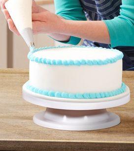 Le plateau tournant, indispensable pour décorer des gâteaux