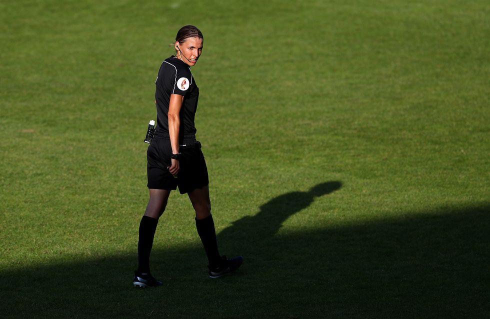 Qui est Stéphanie Frappart, première femme à arbitrer un match de Ligue 1 ?