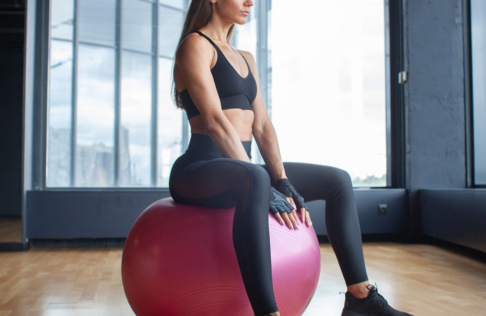 6 ejercicios con fitball para tonificar el abdomen y mejorar el equilibrio