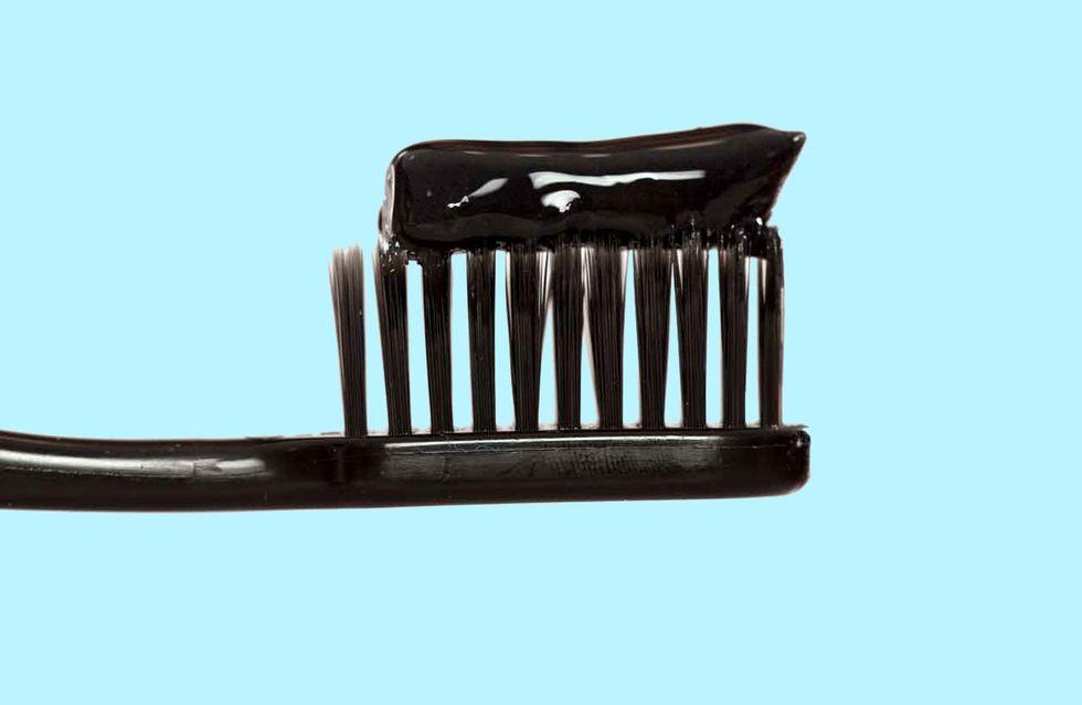 Schwarze Zahnpasta im Test: Macht sie die Zähne wirklich weißer?