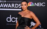 Eva Longoria fait sensation dans une élégante mini-robe noire
