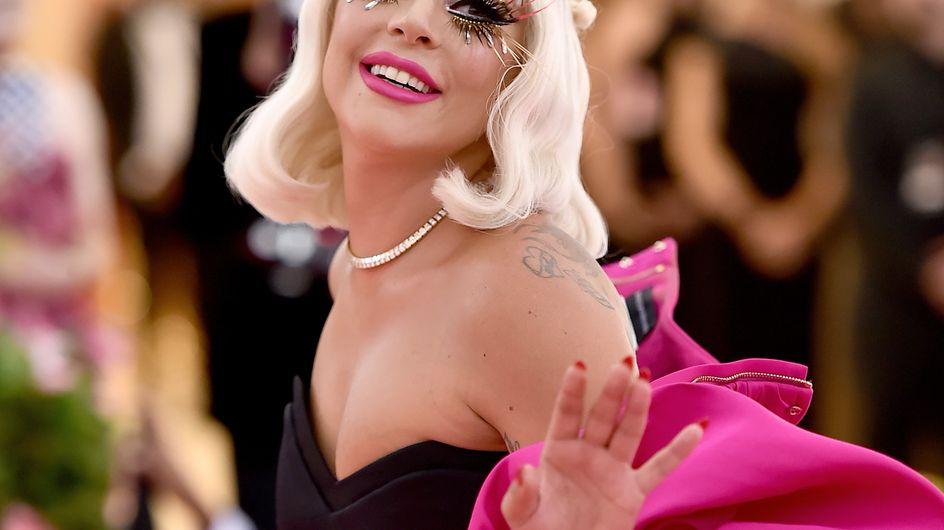 Attendez de voir de plus près les détails du beauty look de Lady Gaga au Met Gala