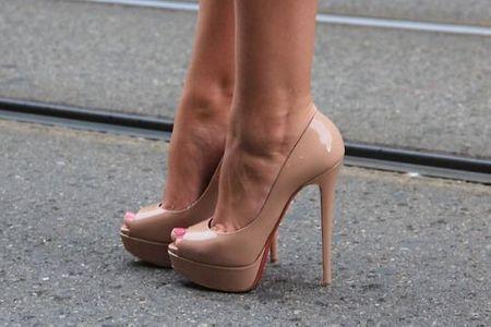 Scarpe nude open toe lucide