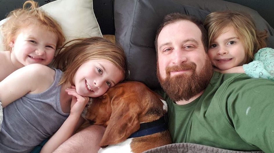 Ce chien de refuge sauve trois petites filles d'une tentative d'enlèvement