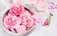 Rosenwasser: Diese Wirkung hat es auf unsere Haut