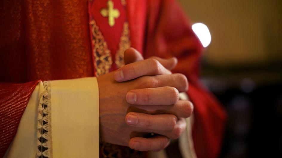 Un prêtre a été mis en examen pour viol et agression sexuelle