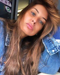 Malika Menard sublime sans maquillage sur les réseaux sociaux