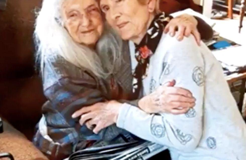 A 81 ans, elle rencontre pour la première fois sa mère de 103 ans