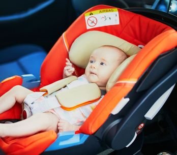 Sillitas de coche para bebés: ¿de frente o de espaldas a la marcha?