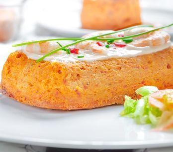 ¿No sabes qué llevar a una cena con amigos? Apuesta por un pastel de atún delici