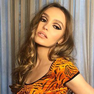 À 20 ans, Lily-Rose Depp change radicalement de look beauté