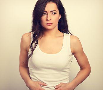 Soffri di gonfiore addominale? Ecco i cibi leggeri per aiutarti a diminuire l'in
