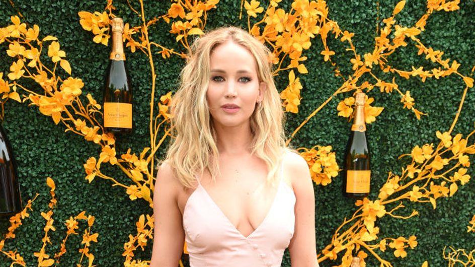 Jennifer Lawrence radieuse et prête pour l'été en robe rose pastel