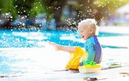 ¿Cuáles son los accesorios más seguros para proteger a tu bebé en la piscina?