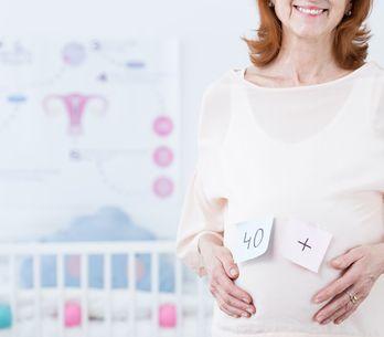 A 57 ans, elle devient maman pour la première fois et accouche d'une petite fill