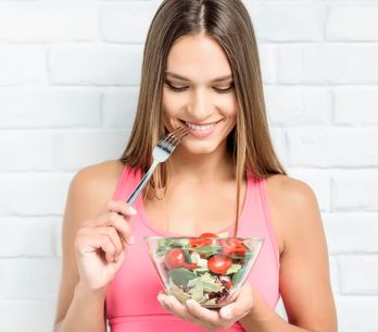 ¡Adiós a la retención de líquidos! 10 alimentos diuréticos que te harán sentir m