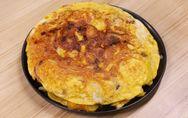 Frittata di patate e cipolle in padella: la ricetta per una tortilla alta e gust