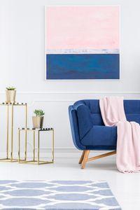 Une décoration rose pastel et bleu nuit