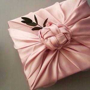 Confezioni regalo particolari con stoffa rosa