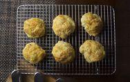 Les secrets des ustensiles de cuisine : Pourquoi avoir une grille à gâteau ?