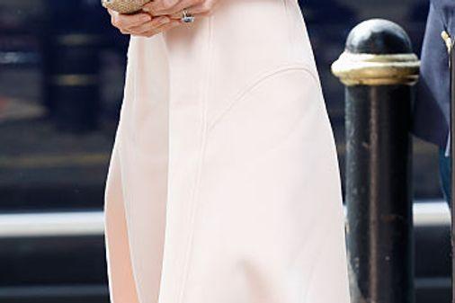 Le scarpe beige di Kate Middleton: espadrillas senza lacci