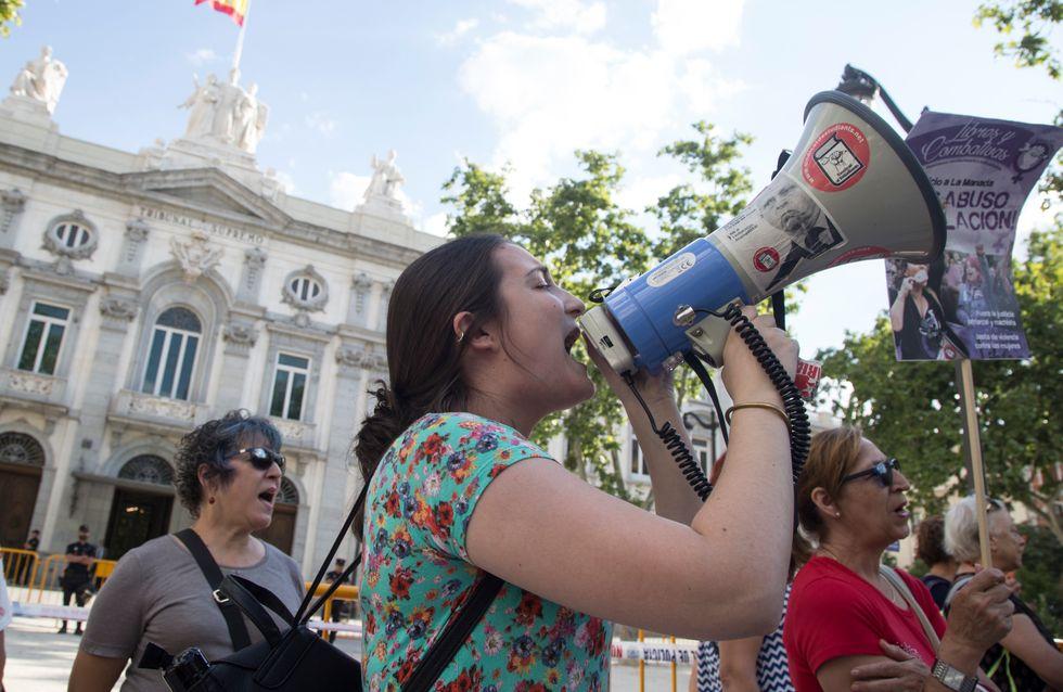 Un rassemblement pour dénoncer le silence du gouvernement sur les féminicides