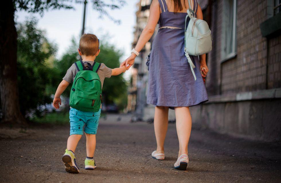 Pendant une sortie scolaire, un petit garçon retrouvé seul et en larmes au bord d'une nationale
