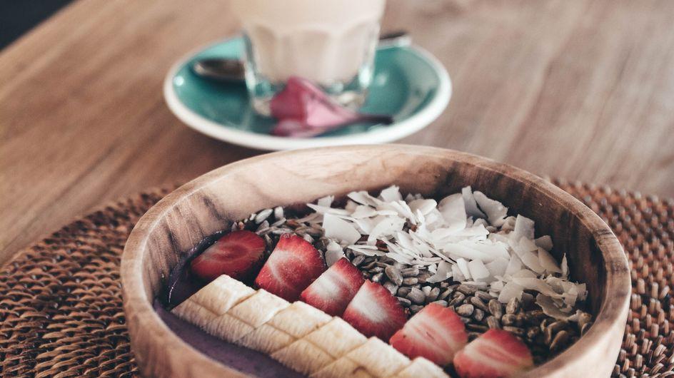 Un smoothie bowl frais pour les matins de canicule