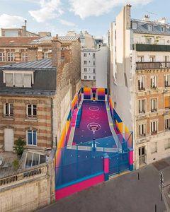 Le terrain de basket coloré rue Duperré