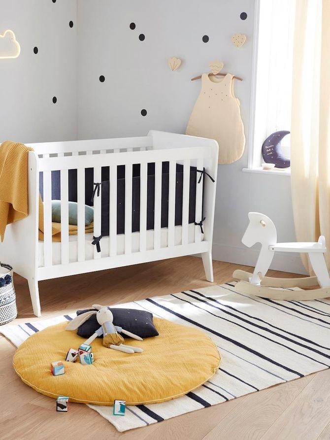Une chambre pour bébé couleur moutarde
