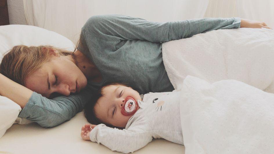 Colecho: ¿es bueno compartir la cama con el bebé?