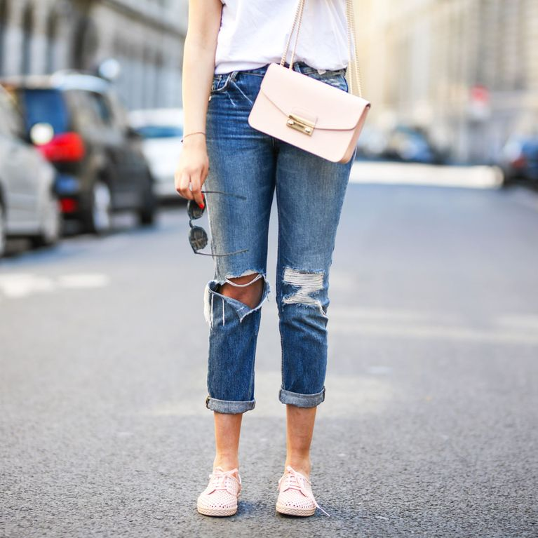 Destroyed Jeans kombinieren: So stylt man den Denim Trend