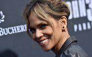Halle Berry, radieuse pour ses 53 ans, pose sans soutien-gorge et le revendique