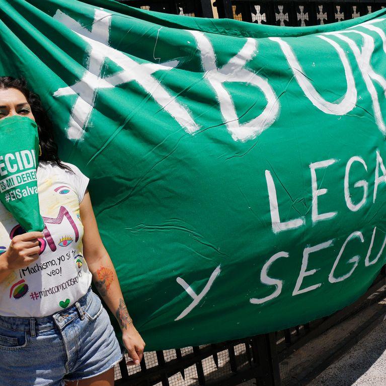 Au Salvador, une femme accusée d'homicide pour avoir perdu son bébé
