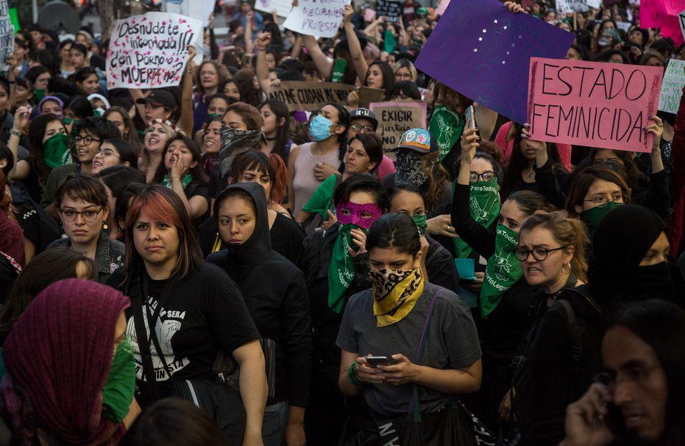 Au Mexique, les femmes manifestent après les viols présumés de policiers sur des adolescentes
