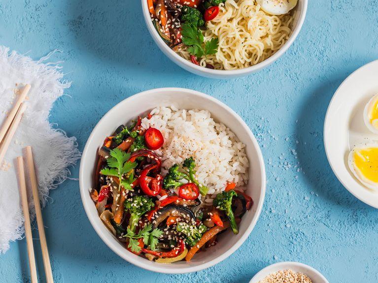 Asiatisch kochen: Schnelle Rezepte für Anfänger und Ungeduldige