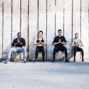 Übungen gegen Cellulite: Wandsitz