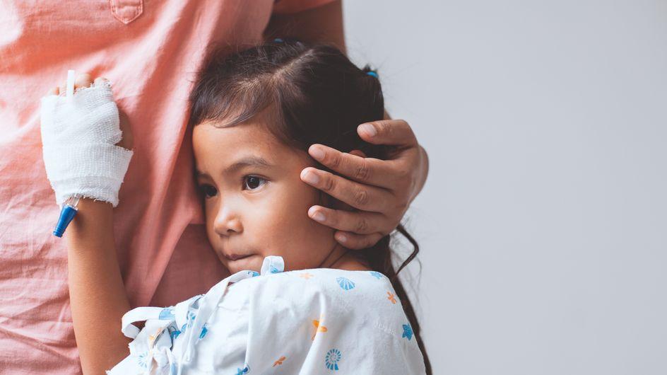 Sa fille malade, ses collègues lui offrent des congés pour qu'elle reste à ses côtés