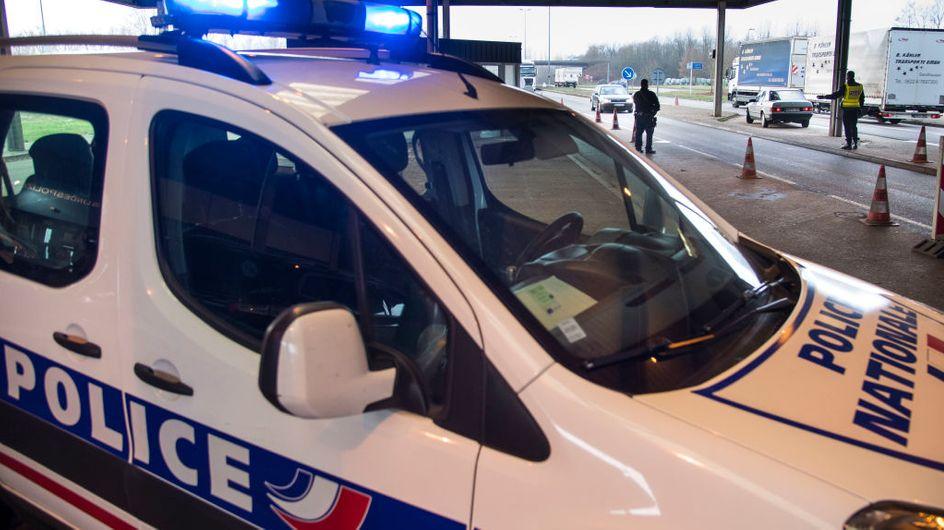 Une femme retrouvée morte dans une voiture, son compagnon inconscient à ses côtés