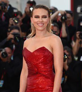 Scarlett Johansson fait sensation dans une somptueuse robe rouge pailletée