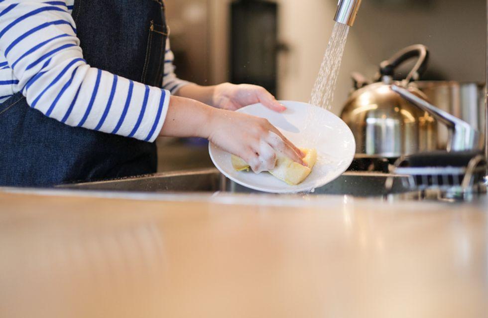 Faire la vaisselle, l'astuce pour réduire son niveau de stress ?