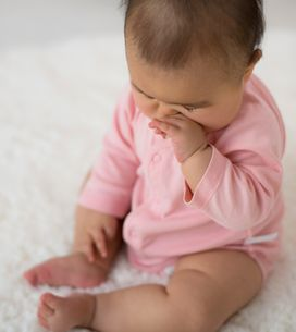 Nase zu beim Baby: Diese Hausmittel machen sie wieder frei