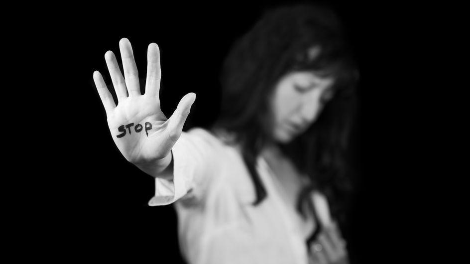 Sur RMC, une journaliste en larmes en annonçant un reportage sur un féminicide