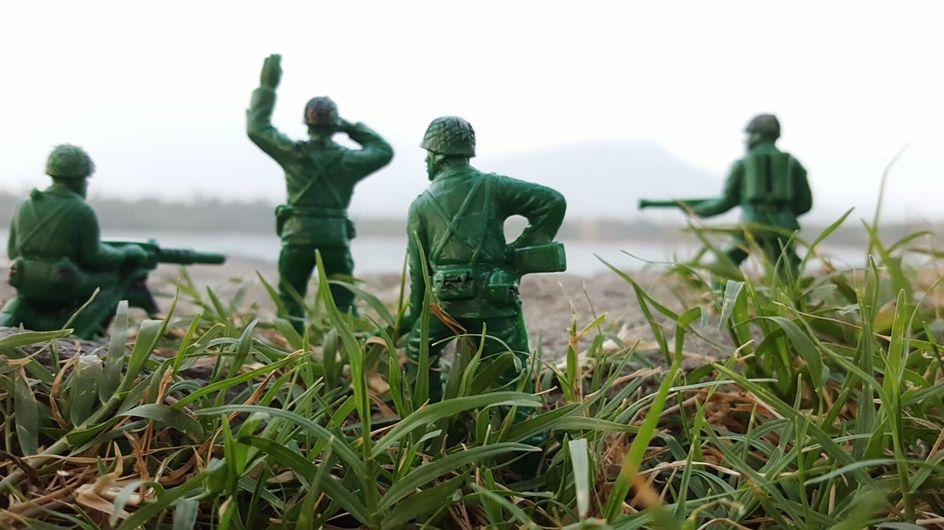 Une petite fille demande la création de figurines soldates