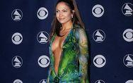 19 ans après, Jennifer Lopez réenfile la cultissime jungle dress et affole la