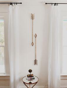 Petit salon : pensez à une déco qui apporte de la verticalité !