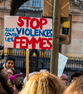 L'action forte des Femen au cimetière de Montparnasse pour dénoncer les féminici