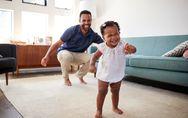 Mucha paciencia y cariño: ¿sabes cómo enseñar a tu hijo a caminar?