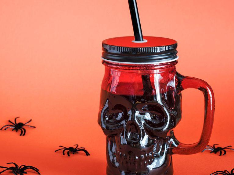 Halloween-Bowle: 4 genial-gruselige Rezepte